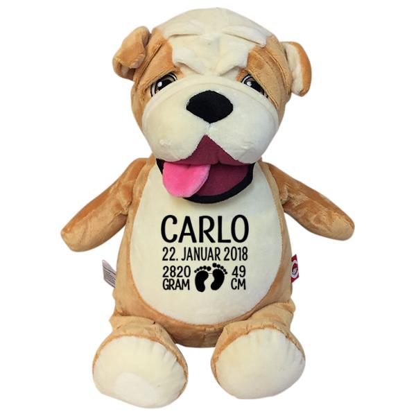 Bulldog bamse med navn og fødselsdata broderet på maven